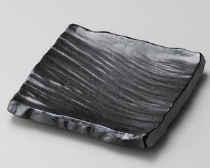 黒備前荒彫角皿(小)