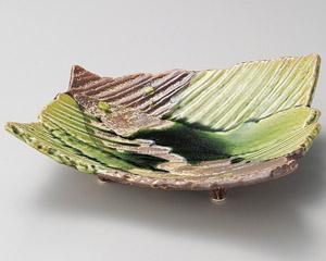 サビ釉ヒワ流スジ彫変形盛皿