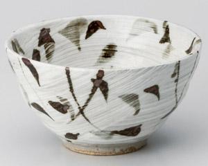刷毛目錆草紋茶碗