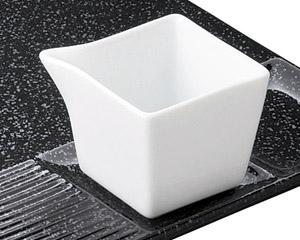 白磁片口6cm角鉢
