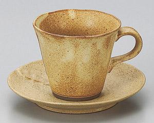 カヤメ赤ベージュコーヒーカップと受皿
