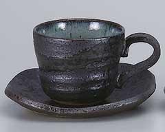 黒オリベ吹コーヒーカップと受皿