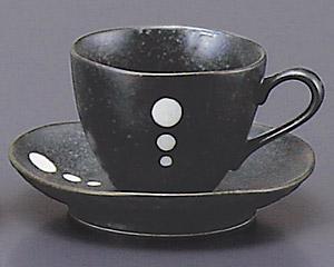黒マットポイントコーヒーカップと受皿